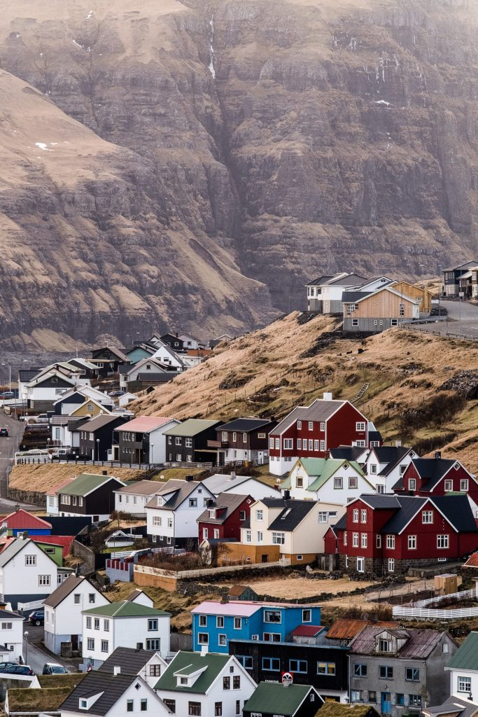 Houses in Eiði below gigantic mountains